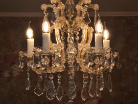 The small 5 flames Maria Theresa chandelier with bobeches with the same hand cut